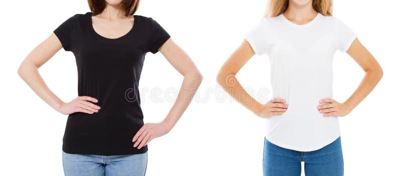 T-Shirt Entwurf und Leutekonzept - Abschluss oben junger Frau zwei im Schwarzweiss-T-Shirt des Hemdfreien raumes lokalisiert M?dc lizenzfreie stockfotos