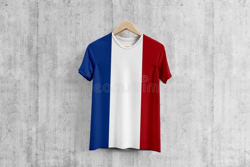 T-shirt néerlandais de drapeau sur le cintre, idée uniforme de conception d'équipe néerlandaise pour la production de vêtement Us illustration stock