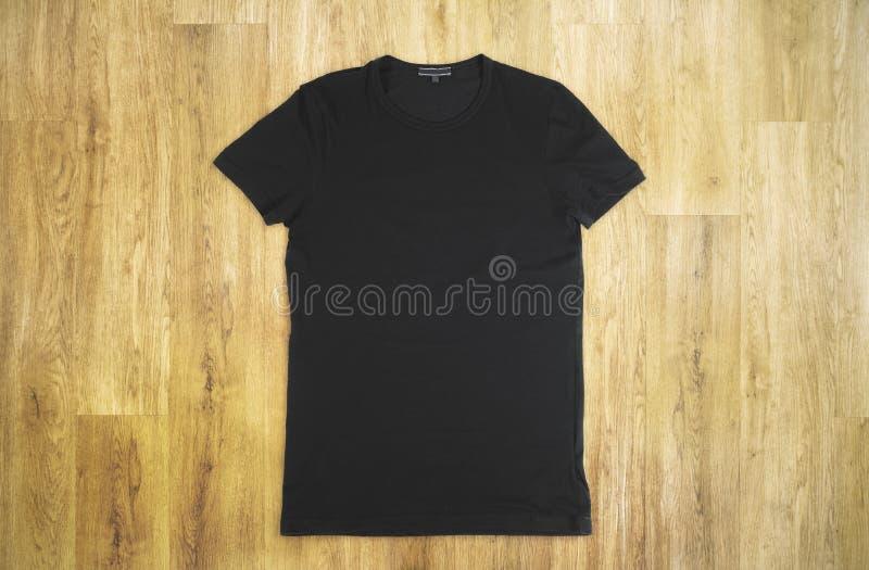 T-shirt preto em branco foto de stock royalty free