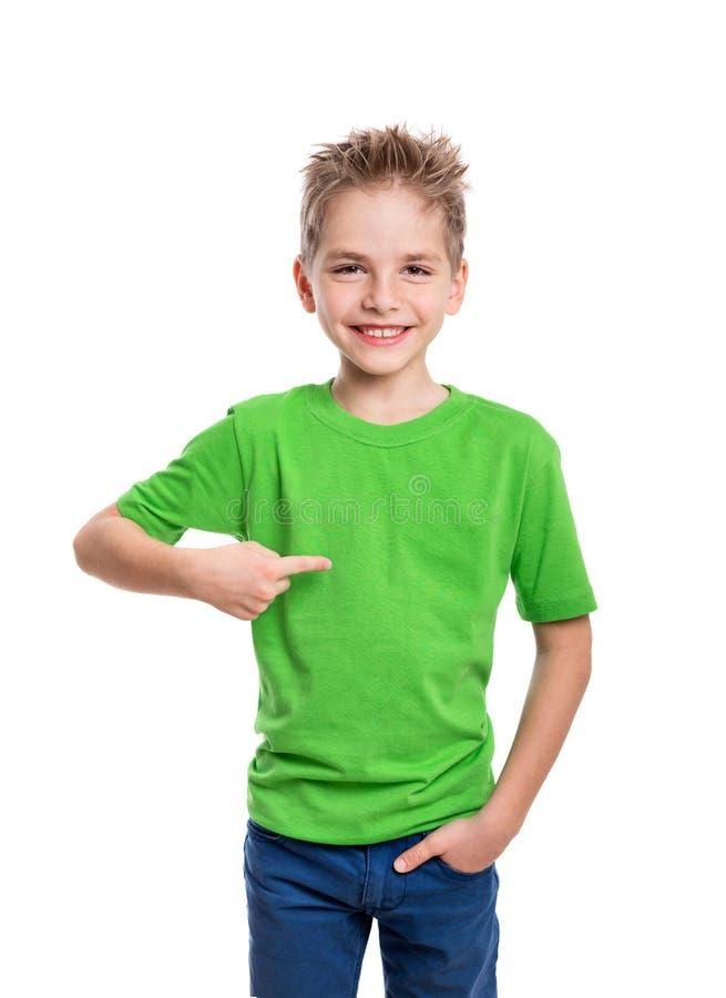 T-shirt sur le jeune homme dans l'avant et derrière image libre de droits