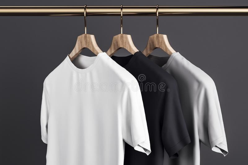 T-shirts vides sur le cintre illustration libre de droits