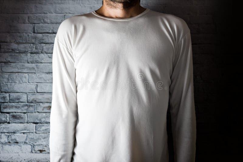 T-skjorta för manblankovit royaltyfri foto