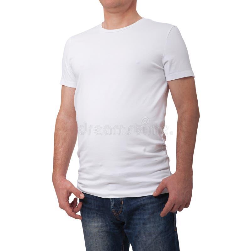 T-skjorta för mellanrum för man bärande blå på grå bakgrund för tegelstenvägg med kopieringsutrymme Bekläda beskådar royaltyfria bilder