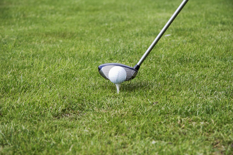 T-stuk-op golfbal 02 royalty-vrije stock afbeelding