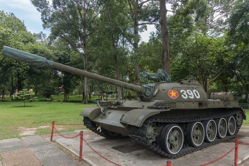 T54 tank die door de poorten van het Onafhankelijkheidspaleis, Saigon op 30 die April 1975 brak, de Oorlog van Vietnam beëindigen royalty-vrije stock afbeelding