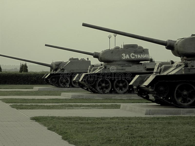 T34 tanks en gemotoriseerde kanonnen (Ð ¡ Ð  ð£-100) royalty-vrije stock foto