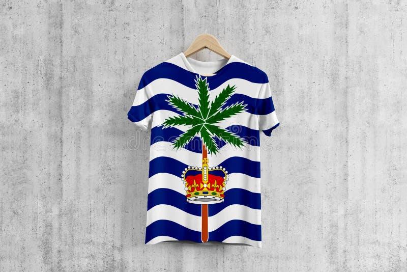 T-tröja för flagga för brittiskt Indiska oceanenterritorium på hängaren, enhetlig designidé för lag för plaggproduktion Nationell vektor illustrationer