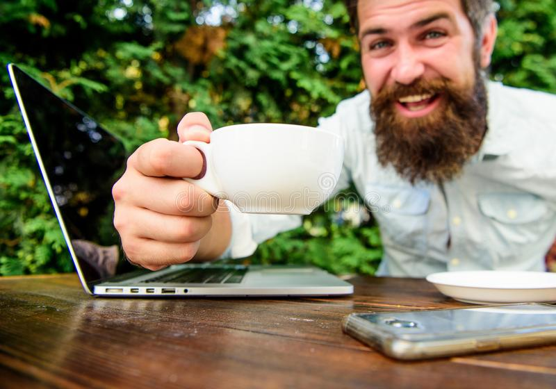 t Trabajo remoto i Blog en l?nea Aumentador de presión del cafeína para fotos de archivo libres de regalías