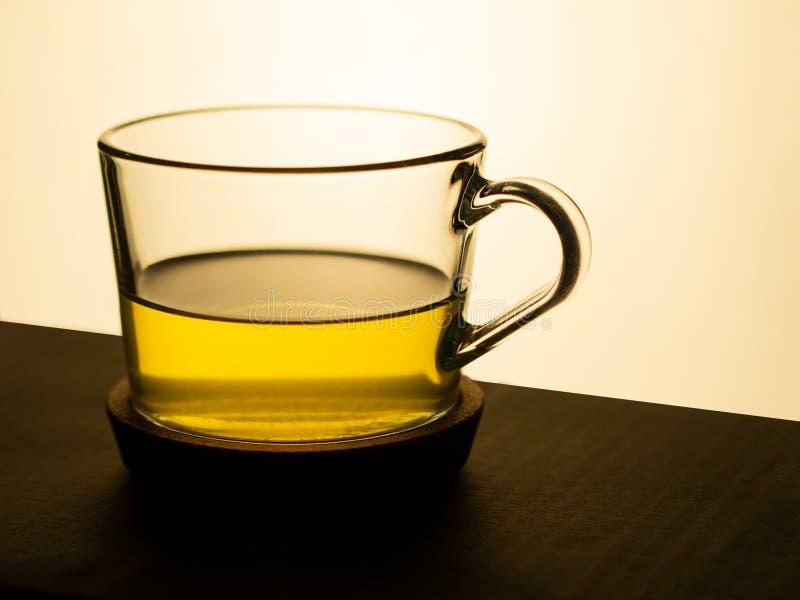 T? verde en una taza de cristal fotos de archivo libres de regalías