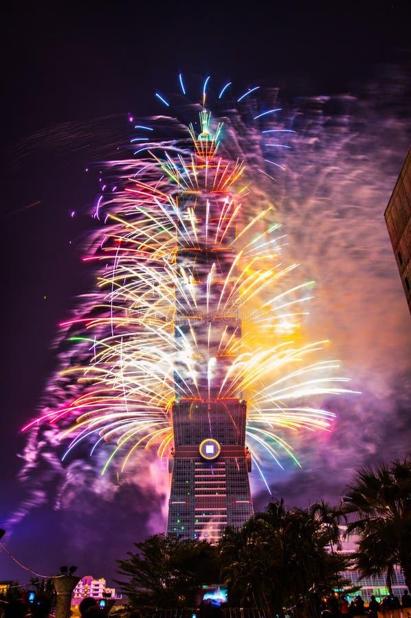 Taïpeh 101 feux d'artifice de nouvelle année image stock