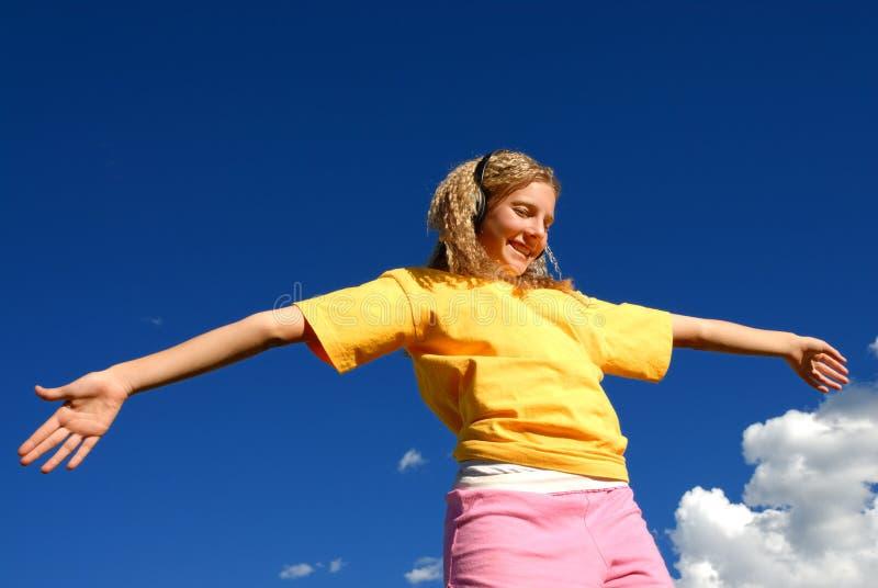 tańcząca dziewczyna szczęśliwa zdjęcie stock