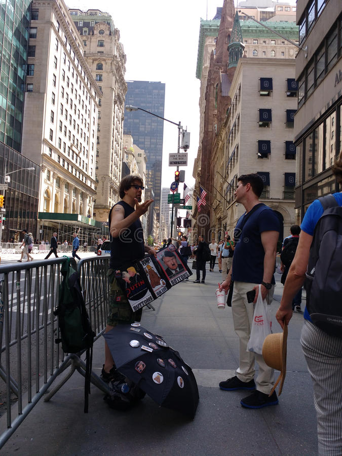 5ta avenida de Donald Trump Buttons On cerca de la torre del triunfo, NYC, los E.E.U.U. imagen de archivo libre de regalías