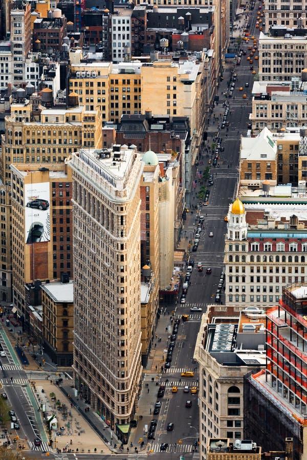 5ta avenida y el edificio plano del hierro fotos de archivo