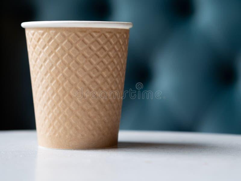 Ta bort en plast- kopp kaffe royaltyfria bilder