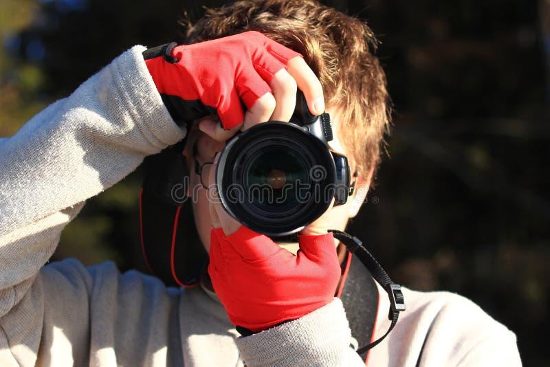 ta för pojkefoto arkivfoto