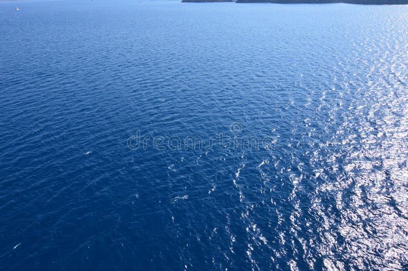 Ta för Screensavers av fjärden av det Santorini öfotoet från sjögångar Landskap kryssningar, lopp royaltyfri foto
