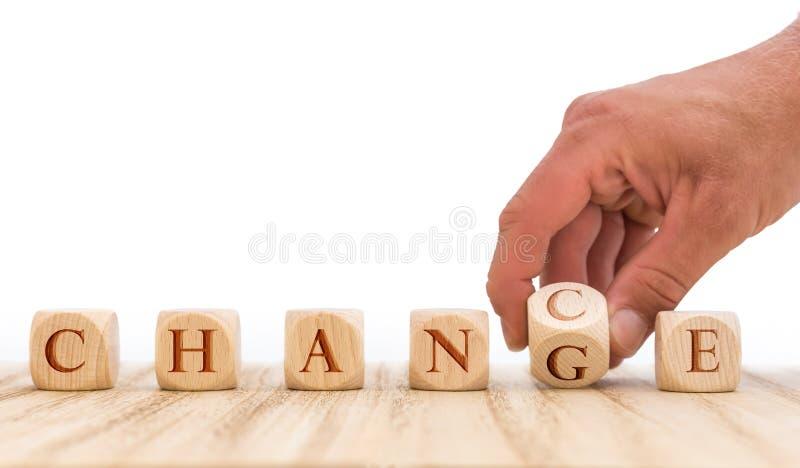 Ta fördel av tillfällen att komma med omkring ändring som framme framläggas med tärning av vit bakgrund arkivbild