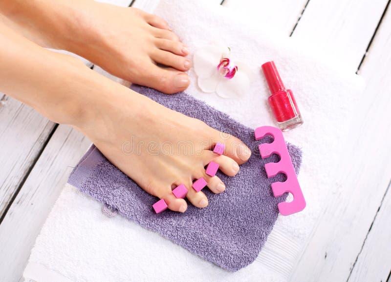 Ta omsorg av din fot i sommar arkivbild