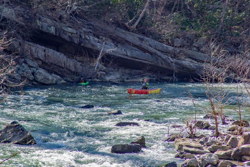 Ta på de Whitewater forsarna på den Muerray floden fotografering för bildbyråer