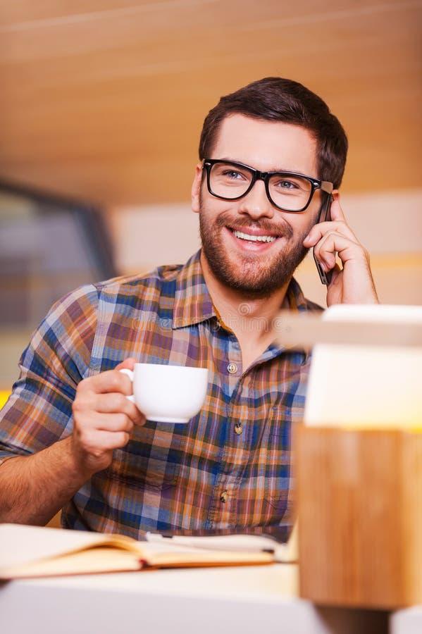 Ta tid för kaffeavbrott arkivbild