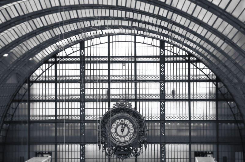 Ta tid på av det Orsay museet i Paris royaltyfri foto