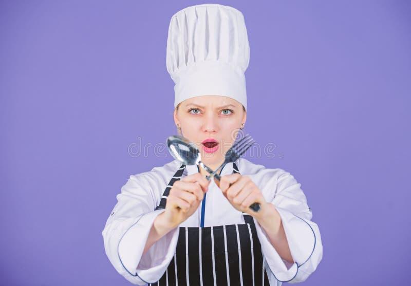 ?ta tid till Aptit och smak Traditionellt kulinariskt Yrkesm?ssig kock av kulinarisk skola Akademi f?r kulinariska konster arkivbild