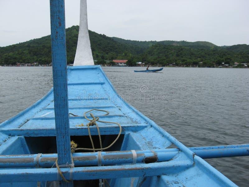 Taal从邦加海峡小船的硫磺群岛,菲律宾看法  免版税库存图片