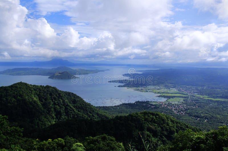 Taalvulkaan in de Filippijnen stock foto's