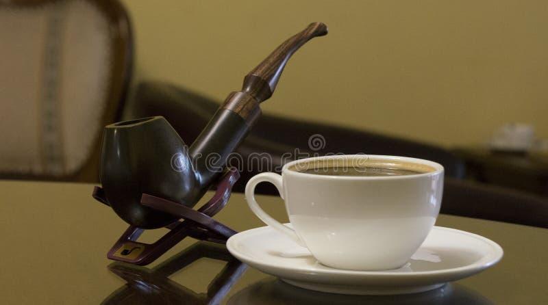 Tabac de tuyau et coffe image stock