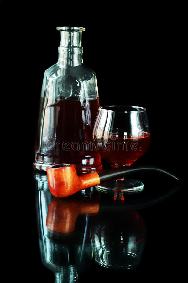 Tabakpfeife und Kognak stockfotografie