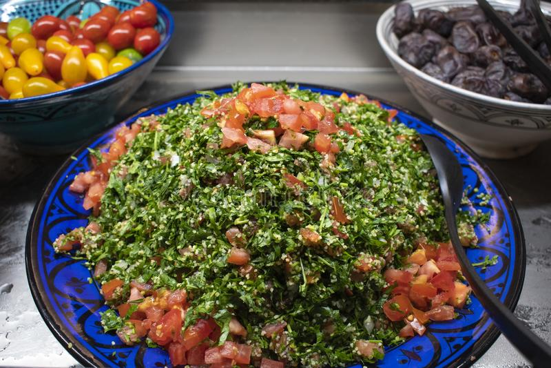 Tabbouleh Αραβικά tabouleh επίσης σαλάτα στοκ εικόνα