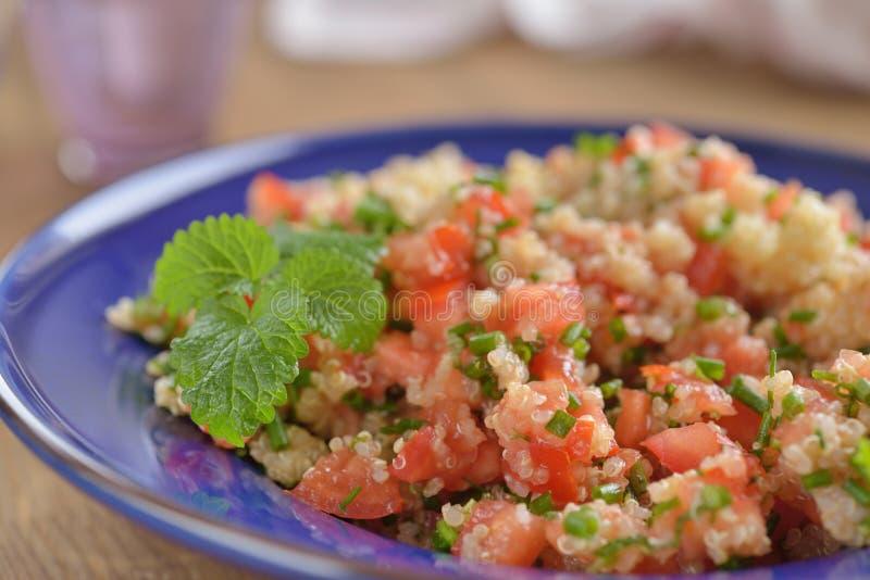 Tabbouleh с квиноа и овощами стоковые фотографии rf