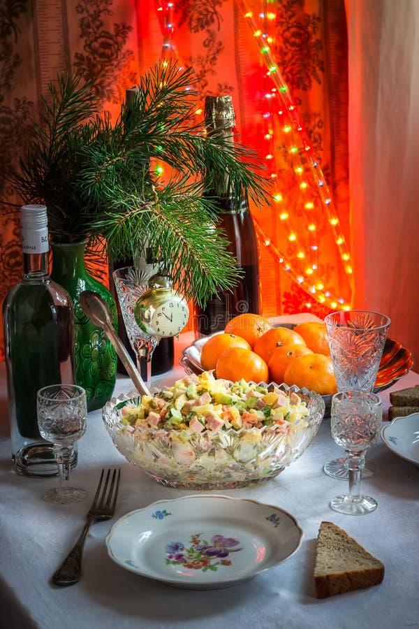 A tabela colocou no ano novo no estilo de União Soviética imagens de stock royalty free