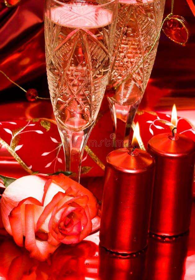 A tabela da celebração, levantou-se foto de stock royalty free