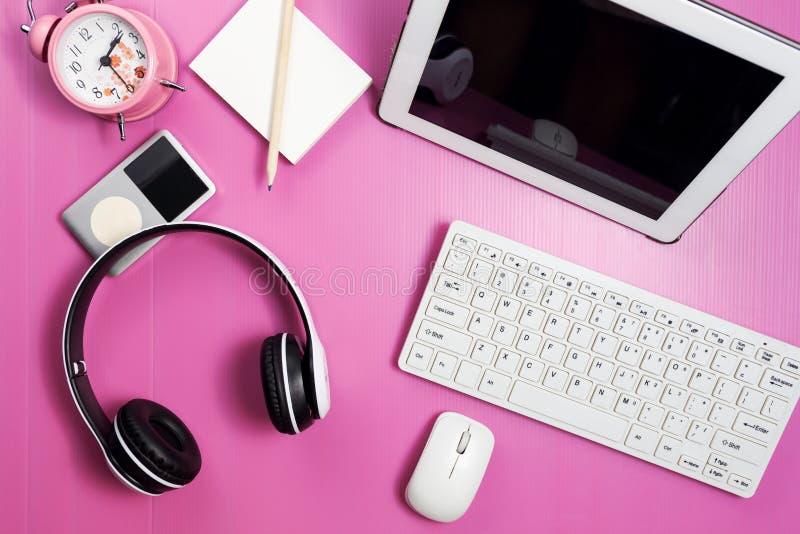 A tabela da mesa de escritório do local de trabalho do negócio e do negócio objeta fotografia de stock