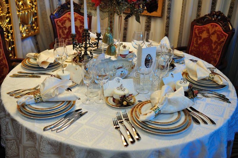 Tabela da recepção do jantar de casamento fotografia de stock royalty free