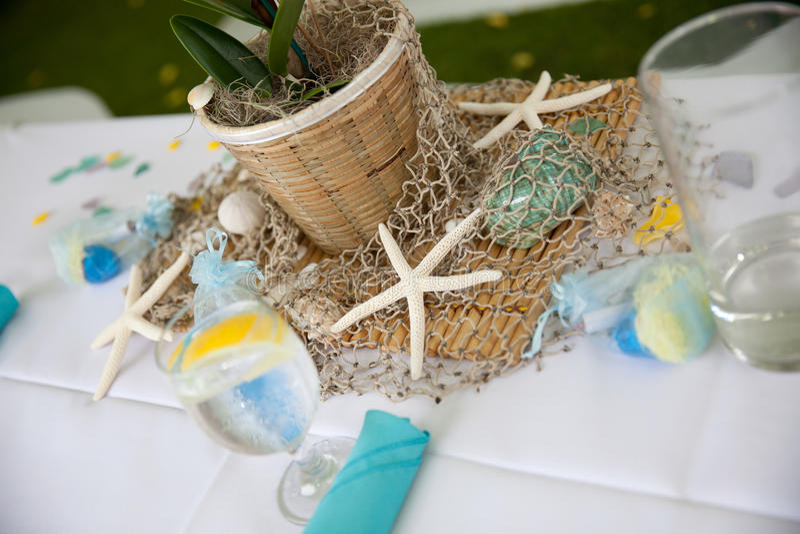 Tabela de banquete na praia imagens de stock royalty free