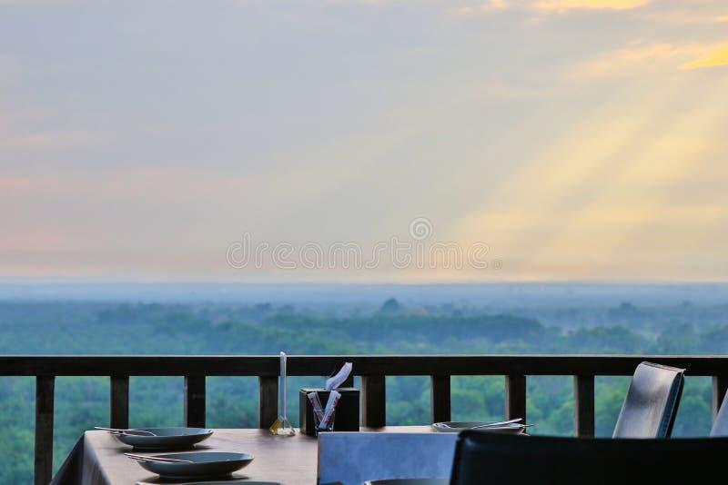 Tabela de Dinning imagem de stock royalty free