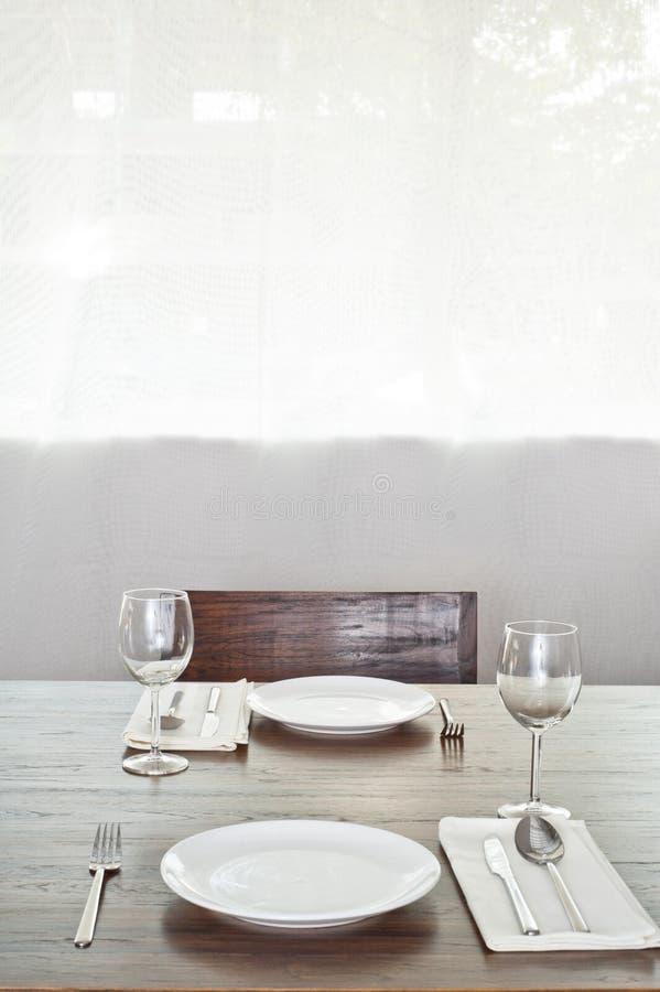 Tabela de jantar brilhante setup para dois imagens de stock