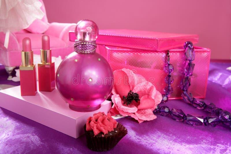 Tabela de limpeza da vaidade da composição da forma do estilo de Barbie foto de stock