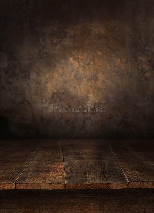 Tabela de madeira com parede velha