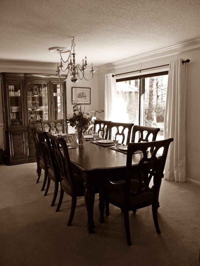 Tabela de madeira da sala de jantar foto de stock royalty free