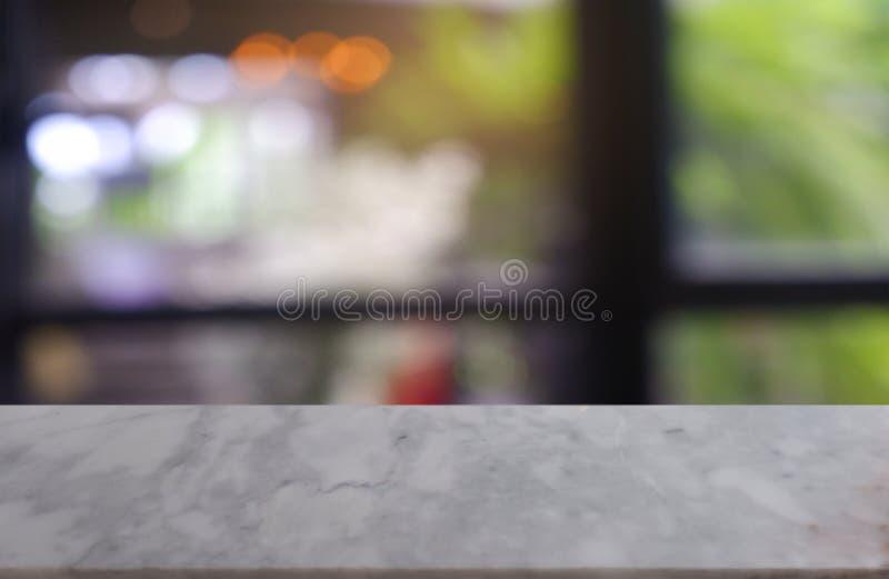 tabela de pedra de mármore branca vazia na frente do fundo borrado abstrato do interior do café e da cafetaria pode ser usado par imagem de stock royalty free
