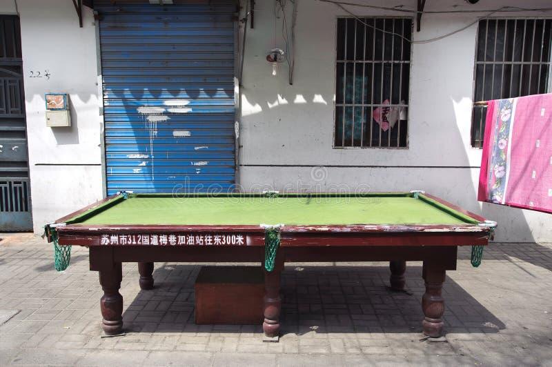 Tabela de sinuca exterior na área residencial da cidade velha do ` s de Suzhou, província de Jiangsu, China fotografia de stock royalty free