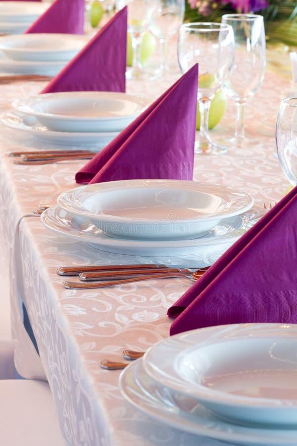 Download Tabela do casamento foto de stock. Imagem de vidro, jantar - 26516832