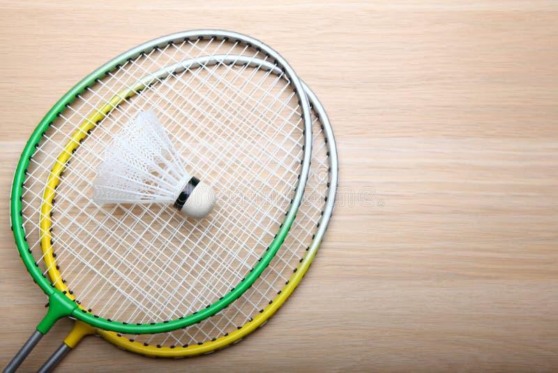 Tabela do foguete do badminton ninguém foto de stock
