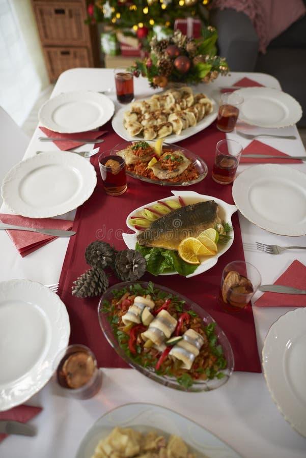 Tabela do Natal com refeições polonesas tradicionais imagem de stock