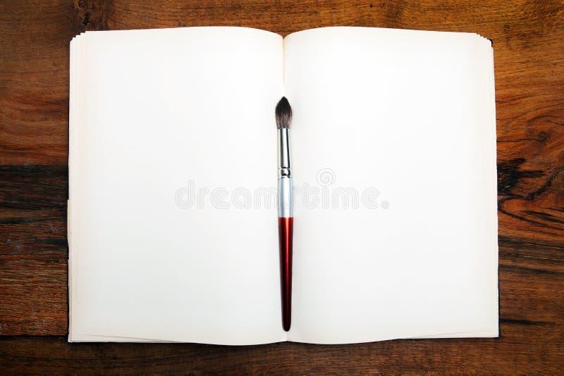 tabela drewna otwarte książki obrazy stock