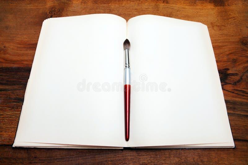 tabela drewna otwarte książki obrazy royalty free