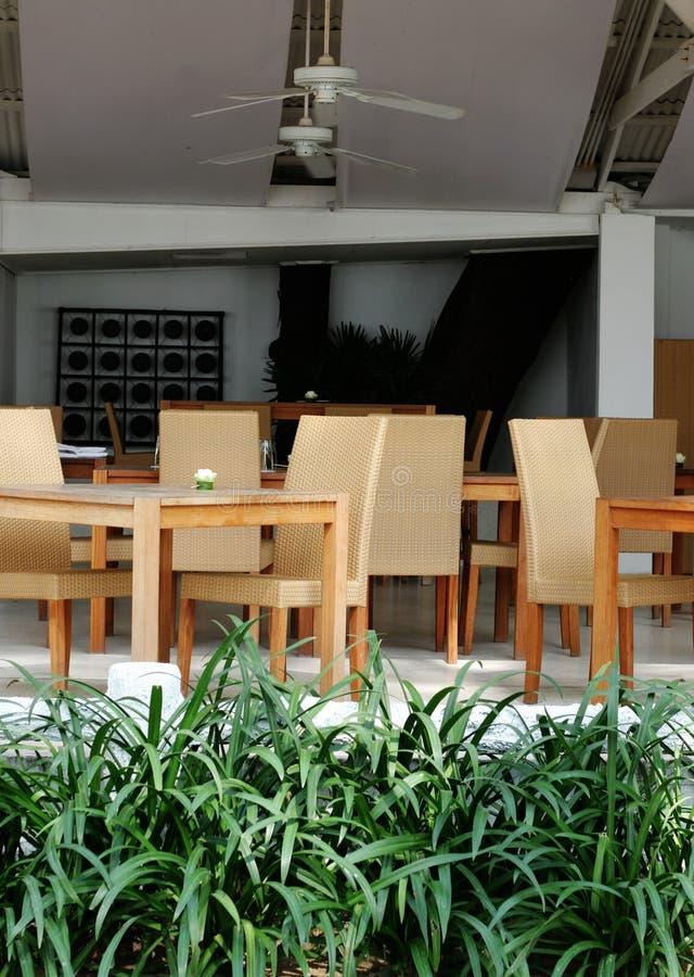 Tabela e cadeiras foto de stock